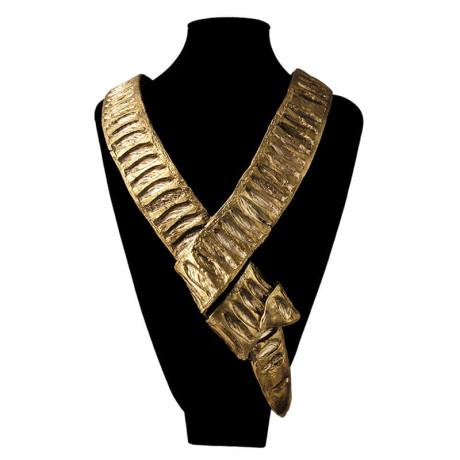 800px_0004s_0013_ines-sainz-collar-guama-busto